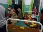 korban-keracunan-makanan-saat-dirawat-di-puskesmas-sape-rabu-2692018_20180927_203155.jpg