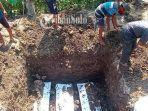 Jenazah Korban Perahu Terbalik, Tri Iriana dan Kedua Anaknya Dimakamkan dalam Satu Liang Lahat