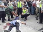korban-tewas-di-jalanan-akibat-ditembak_20151103_213256.jpg