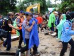 korban-tsunami-banten-diselamatkan_20181223_124724.jpg