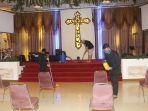 koster-gereja-gp-bersih-bersih-persiapan-ibadah-new-normal_20200606_190640.jpg