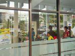 kpk-geledah-kantor-pengadilan-tinggi-sulawesi-utara_20171008_131104.jpg