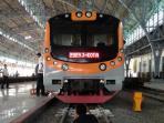 krl-commuter-line-di-stasiun-kota-jakarta_20161107_180012.jpg