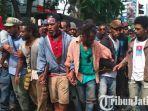 ksi-unjuk-rasa-mahasiswa-papua-di-jalan-pemuda-surabaya-sabtu-1122018.jpg