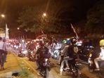 lalu-lintas-di-jalan-nagreg-kabupaten-bandung-terpantau-padat-merayap_20180612_193635.jpg