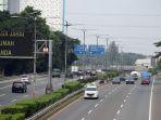 lalu-lintas-tol-dki-jakarta-jabar-dan-banten-turun-hingga-60_20200428_215351.jpg