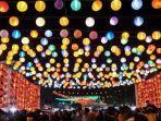 lampion-warna-warni-di-gerbang-masuk-perayaan-imlek-2019-pasar-gede-solo.jpg