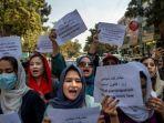 larangan-dari-taliban-yang-melarang-perempuan-afghanistan-bekerja-memicu-kemarahan.jpg