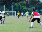 latihan-perdana-timnas-wanita-indonesia_20210308_201937.jpg