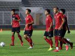 latihan-timnas-indonesia-senior-di-stadion-madya_20200217_223556.jpg