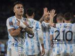 lautaro-martinez-kiri-merayakan-setelah-mencetak-gol-ke-gawang-uruguay.jpg