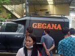 Turun ke Lokasi Ledakan di Teluk Gong, Gegana Periksa Rumah yang Jadi Sumber Ledakan