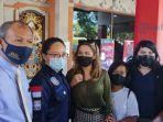 Sempat Viral Aksi Prank Lukis Wajah Menyerupai Masker, Bule Perempuan Dideportasi dari Bali