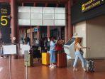 libur-panjang-pandemi-covid-19-soetta-padat-penumpang_20201028_153059.jpg