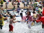 liburan-di-kolam-dangkal-taman-sejarah-balai-kota-bandung_20200106_000840.jpg