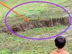 Lubang Besar Tiba-tiba Muncul di Sebuah Danau di Sukabumi, Ikan Piaraan Warga pun Raib
