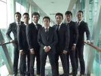 luis-milla-dan-sejumlah-anggota-timnas-indonesia-u-22_20170407_010007.jpg
