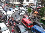 macet-di-ruas-jalan-menuju-pusat-kota-bandung_20190526_195341.jpg