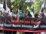 mahasiswa-demo-dprd-sumut_20171023_105336.jpg
