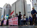 mahasiswa-demo-tuntut-kebijakan-pembayaran-uang-kuliah_20200702_174645.jpg