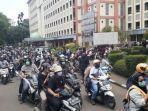 mahasiswa-uin-jakartaciputat-sebelum-berunjuk-rasa-ke-istana-negara.jpg