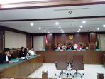 majelis-hakim-di-pengadilan-negeri-jakarta-pusat_20180629_155641.jpg