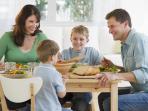 makan-bersama-keluarga1_20150410_082212.jpg