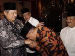 mantan-panglima-gatot-nurmantyo-cium-tangan-presiden-ke-6-ri-susilo-bambang-yudhoyono_20180604_083154.jpg