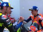 marc-marquez-dan-valentino-rossi-berjabat-tangan-pada-seri-motogp-argentina-2019.jpg