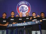 mario-gomez-pelatih-arama-fc-dan-jajaran_20200116_160310.jpg