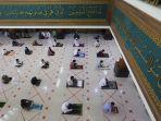 masjid-agung-al-barkah-kota-bekasi-kembali-laksanakan-salat-jumat_20200529_175849.jpg