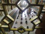 masjid-agung-al-barkah-kota-bekasi-kembali-laksanakan-salat-jumat_20200529_180627.jpg