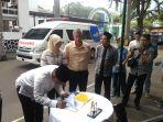 masjid-cut-muthia-mendapat-sumbangan-mobil-ambulance_20181110_234441.jpg