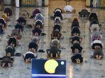 masjid-nasional-al-akbar-surabaya-gelar-salat-gerhana-berjemaah_20200622_004156.jpg