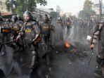 massa-aksi-terlibat-bentrokan-dengan-aparat-kepolisian_20190522_155805.jpg