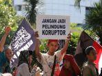 massa-aksi-tuntut-skandal-mega-korupsi-di-indonesia-dituntaskan_20200221_183037.jpg
