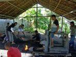 Mengenal Keahlian Pandai Besi, Warisan Leluhur Masyarakat Teor di Seram Bagian Timur