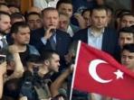 masyarakat-turki-yang-menentang-kudeta_20160716_145432.jpg