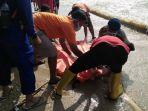 mayat-ditemukan-di-pinggir-pantai_20180205_114432.jpg