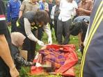 mayat-perempuan-bugil-ditemukan-di-kali-ciliwung_20160408_152601.jpg