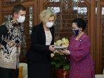 megawati-soekarnoputri-saat-menerima-penghargaan-order-of-friendship-dari-pemerintah-rusia.jpg