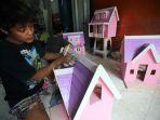 melihat-proses-pembuatan-rumah-boneka-barbie_20200730_234854.jpg