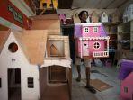 melihat-proses-pembuatan-rumah-boneka-barbie_20200730_235111.jpg