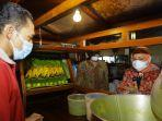 Menaker Ida Temui Pekerja Penerima BSU Tahun 2021 di Jawa Timur