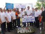 menhub-serahkan-bantuan-korban-gempa-lombok_20180826_232145.jpg
