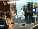 menikmati-kopi-suguhan-robot-barista_20170330_124130.jpg