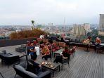 menikmati-senja-sambut-new-normal-di-rooftop-artotel-semarang_20200703_141303.jpg