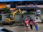 menjaga-kebersihan-pasar-panorama-lembang_20210205_210012.jpg
