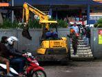 menjaga-kebersihan-pasar-panorama-lembang_20210205_210110.jpg