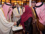 menko-pmk-menyambut-kedatangan-raja-salman-bin-abdulaziz-al-saud.jpg